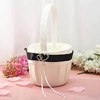 Свадебная корзинка для лепестков с черной лентой