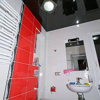 Глянцевый натяжной потолок в ванную комнату, фото 1
