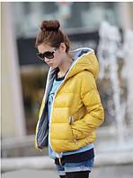 Куртка женская короткая с капюшоном, желтого цвета