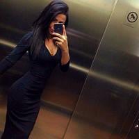 Облегающее платье в пол с глубоким декольте