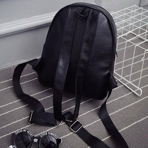 Стильный рюкзак из кожзама с заклепками