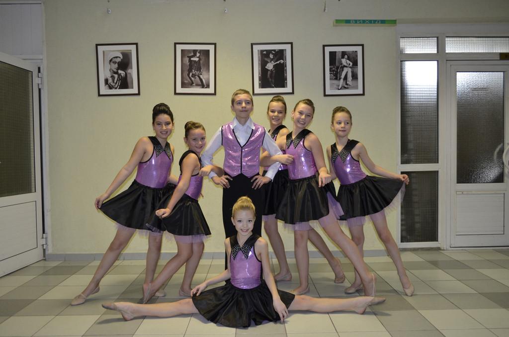 Производство костюмов для танцевальных коллективов.