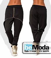 Стильные женские брюки спортивного кроя с декоративной змейкой черные
