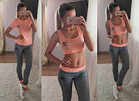 Стильный трикотажный спортивный костюм: топ, футболка и лосины персиковый цвет