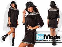 Милое женское укороченное платье с длинными рукавами из экозамши со вставками шерсти  с принтом в клетку черное
