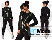 Оригинальный женский спортивный костюм с оригинальной вставкой из камней и змейки на кофте и брюках черный