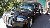Прокат украшений на свадебный автомобиль в сине белые (7)