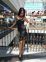 Женское черное платье с кружевом