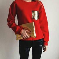 Свитшот красного цвета с золотым карманом на груди