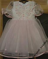 Бело-розовое детское платье с вышивкой на 2-4 года