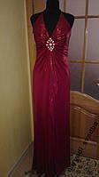 V.85 Узкое бордовое вечернее платье с брошью, размер 46