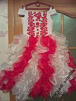 Необычное белое с красным детское платье на 6-7 лет