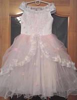Бело-розовое детское платье с вышивкой на 4-6 лет