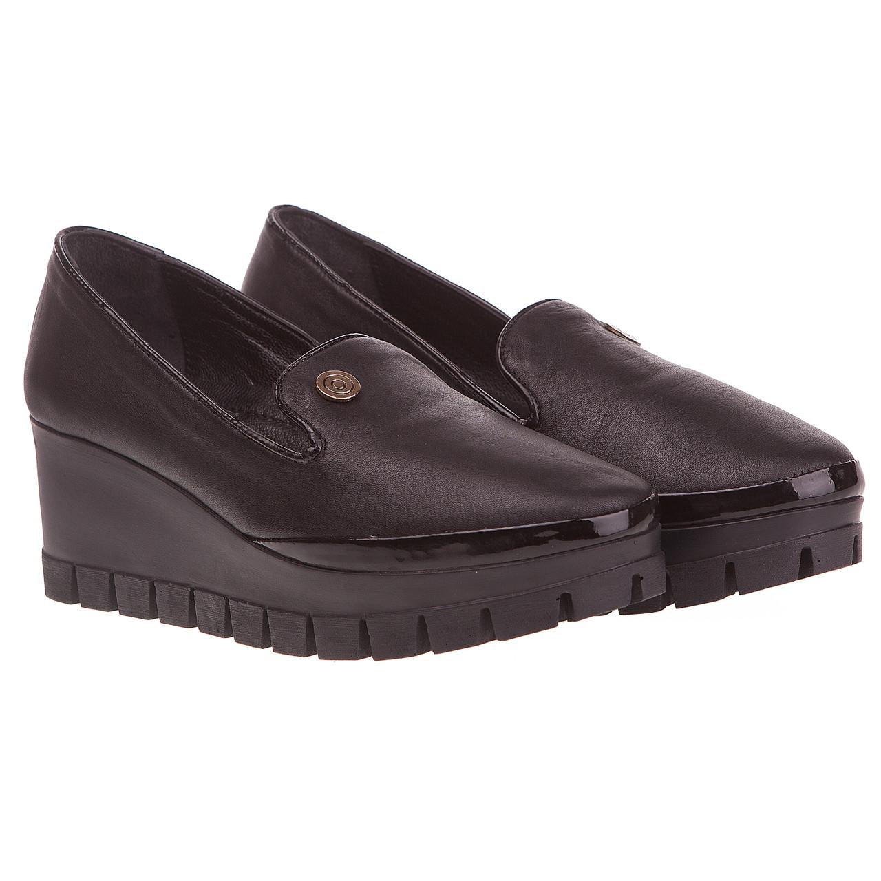 b053be456 Женские туфли лоферы Aquamarin (кожаные, стильные, с удлиненным языком,  черные, на удобной танкетке)
