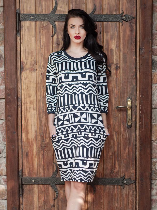 Деловое женское платье с узором
