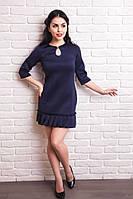 Платье молодежное украшено внизу складочками
