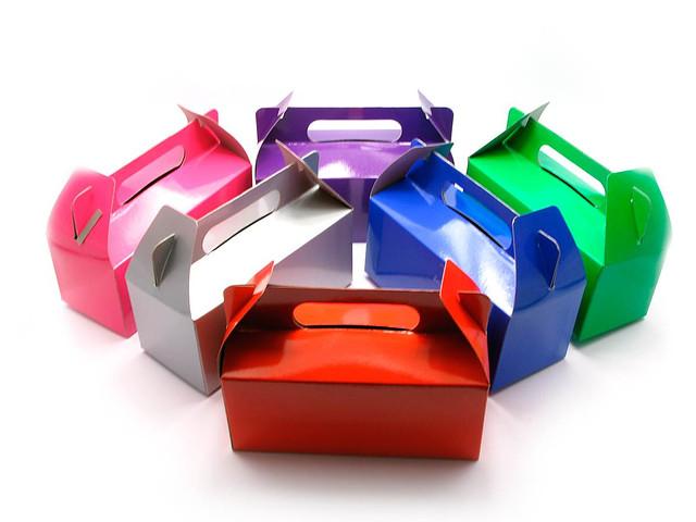 Подарочная коробка для небольших товаров разных цветов