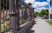 Ворота на храм в честь Святых Апостолов Петра и Павла в г. Тальное (Черкасская обл.) 3