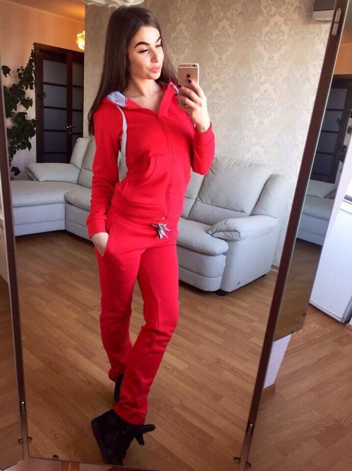 Стильный красный костюм