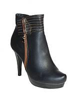 Короткие ботиночки женские демисезонные на каблуках черные размеры 38,39,40