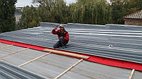 Ремонт крыши из профнастила с гарантией 5 лет . Опыт работ 22 года.  Профнастил укладывается на обрешетку, из