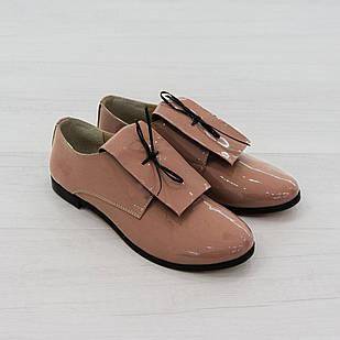 Туфли женские на низком ходу 36 размер из лакированной кожи Woman's heel пудровые