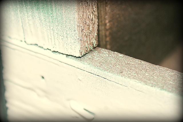 белая матовая краска в баллончике, аэрозоле для метала, пластика, дерева, керамики