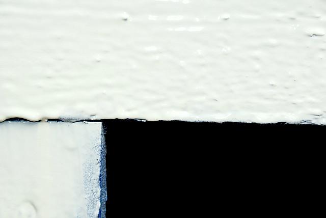белая глянцевая краска в баллончике, аэрозоле для метала, пластика, дерева, керамики