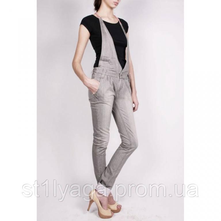 Стильный джинсовый комбинезон в сером цвете