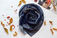 Модный шарф в холодных тонах