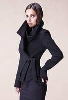Короткое шерстяное пальто с запахом