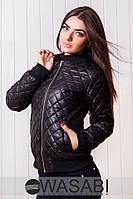 Женская курточка на синтипоне с карманами по бокам, манжеты и пояс из ребаны