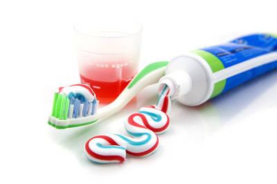 Зубные пасты, щетки и аксессуары