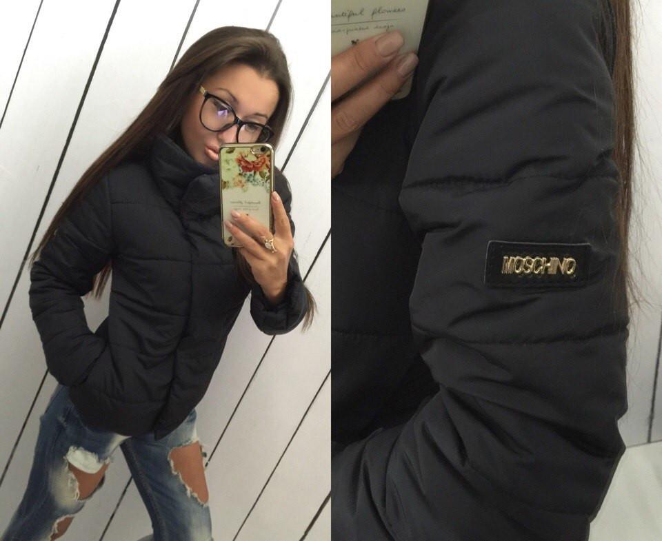 Женская куртка с брендовой нашивкой
