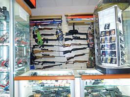 Наш магазин оружия в ТЦ Квадрат известен тысячам киевлян. Профессиональные консультанты с опытом работы в сфере пневматического оружия и аксессуаров минимум 12 лет ответят на все ваши вопросы и помогут подобрать винтовку Работаем ЕЖЕДНЕВНО с 10 до 21