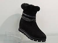 Зимние замшевые ботинки на тракторной подошве с цепочкой
