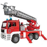 BRUDER игрушка - пожарный грузовик с лестницей (+водяная помпа+свет и звук), М1:16 (02771)