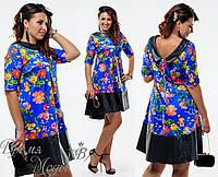 Платье с цветочным принтом украшено вставками экокожи  р. 48, 50, 52, 54