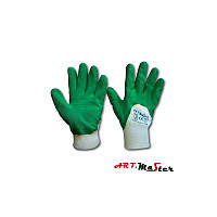 Перчатки покрыты зеленой резиной