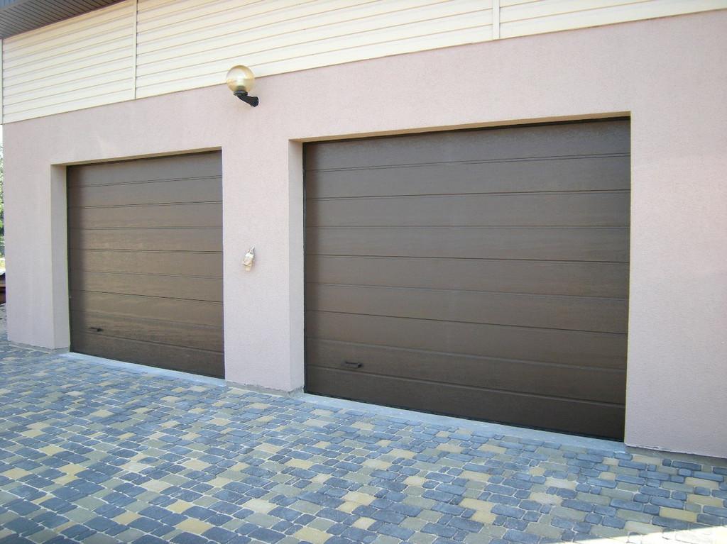 Секционные гаражные ворота АLUTECH с автоматикой NICE (Италия).
