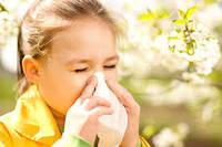 Аллергия на пыль может быть опасна для ребенка.