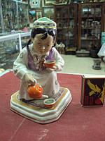фарфоровая фигурка Дулево узбечка с чайником