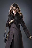 Длинное элегантное  пальто с мехом на воротнике
