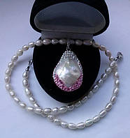 Колье с жемчугом, перламутром (22х20мм), кристаллами Swarovski