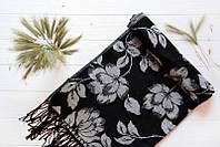 Черный палантин в цветы