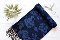 Синий палантин с растительным узором