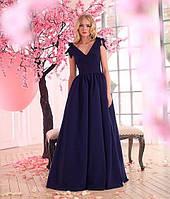 Длинное вечернее платье в пол без рукавов и завязками на плечах