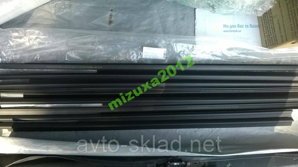 Уплотнитель низа стекла 2104-07 к-кт реснички комп