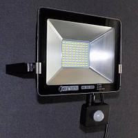 Прожектор светодиодный с датчиком движения 30W LED 6400K KODE:535660