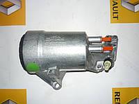 Корпус масляного фильтра Renault Trafic / Vivaro 2.5dci 03> (OE RENAULT 8200969622)